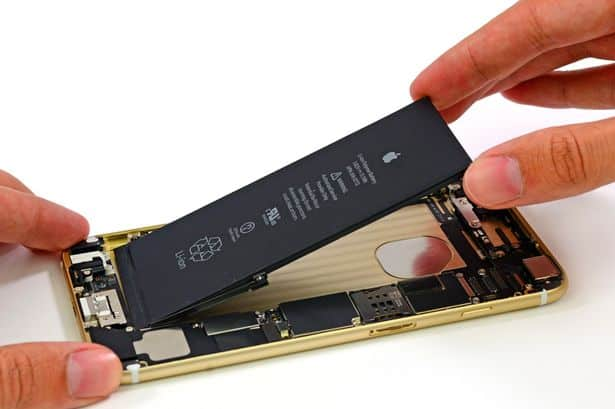 The-battery-is-removed-from-the-Apple-iPhone-6-Plus